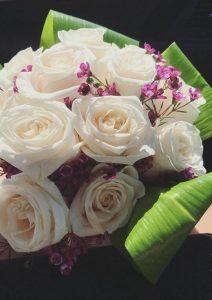 Ramo de flores blancas de novia